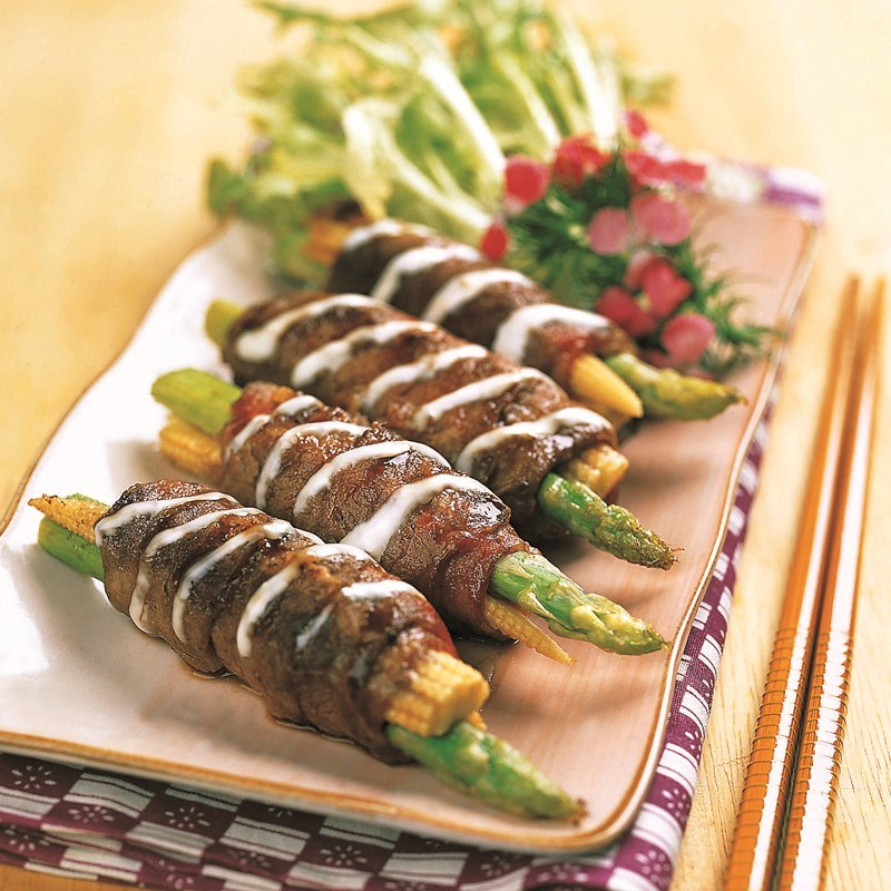 Pan Fried Beef Roll with Asparagus and Baby Corn