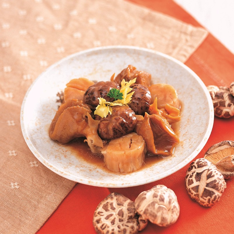 Stewed conch meat with Chinese Mushroom and Dried Scollop